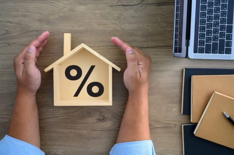 Taxa de juro implícita no crédito à habitação desceu para 0,811% em junho